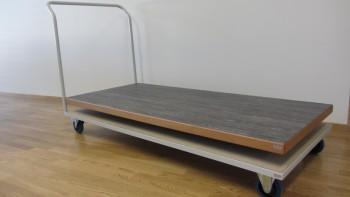 Chariot de tables